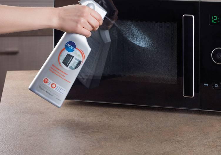 Die Mikrowelle reinigen – diese Hausmittel und Haushaltstipps helfen