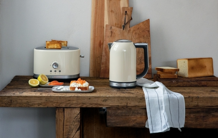 Cream kettle and toaster on wood table