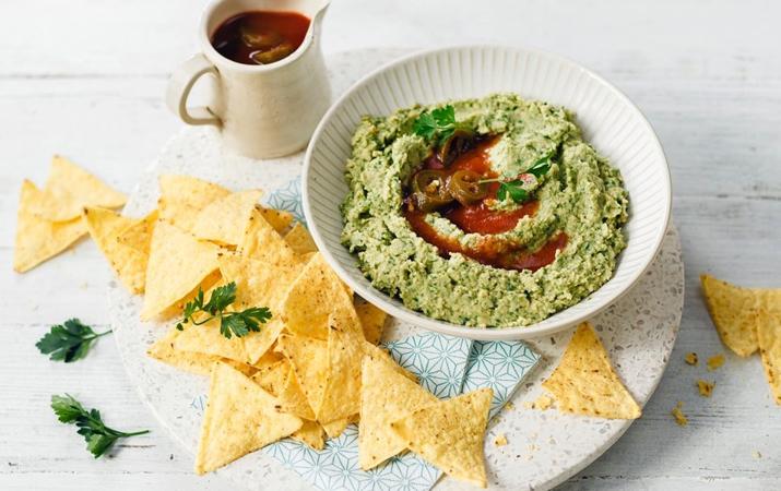 Avocado dip sauce and tortilla chips
