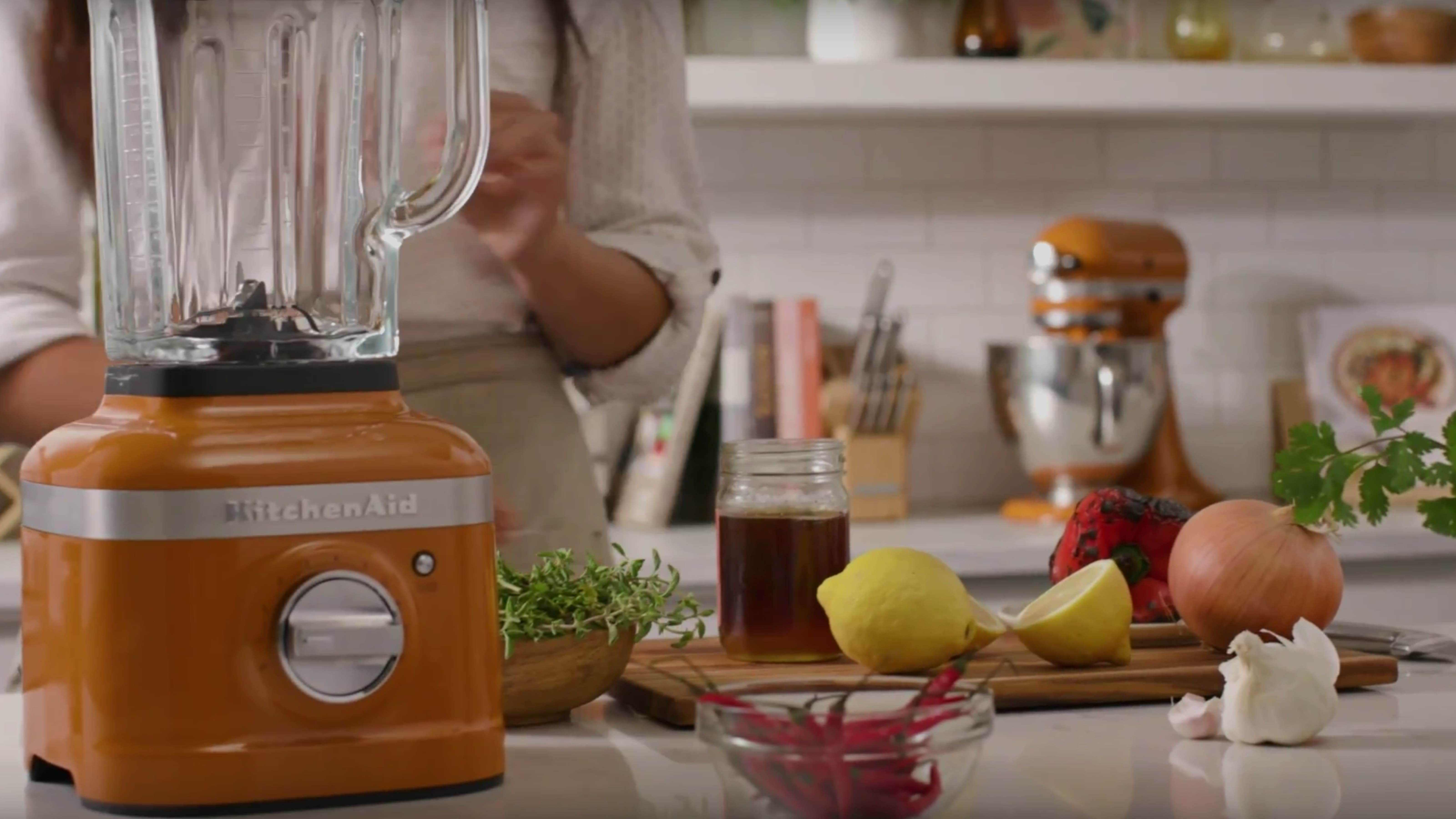 Blender and Mixer in Honey color of the year
