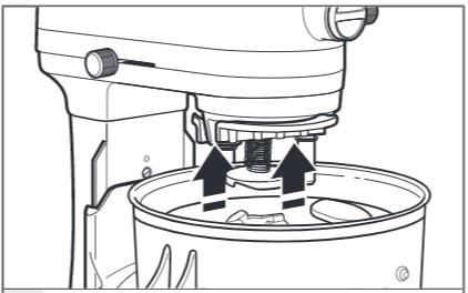 So befestigen Sie den Antriebsadapter an der Küchenmaschine mit Schüsselheber Schritt 4