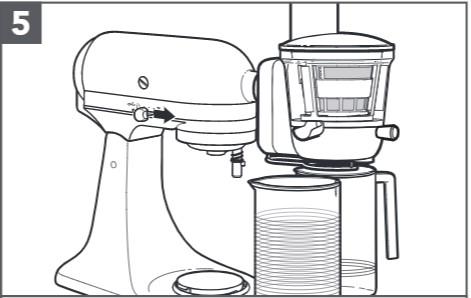 So befestigen Sie den Entsafter an der Küchenmaschine, Schritt5