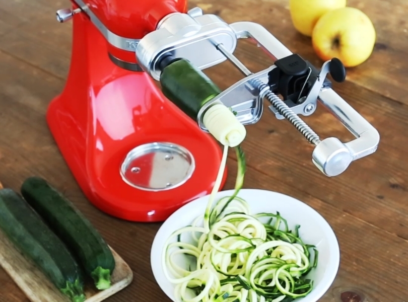 Red mixer spiralizing courgettes