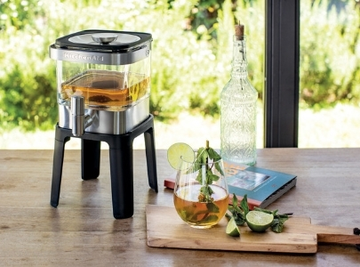 Ice tea in cold brew maker on its stand