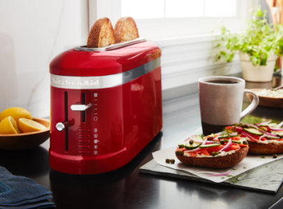 Red toaster 2 slice with salty bagels