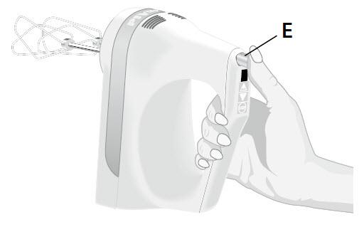 So setzen Sie die Rührwerkzeuge in das Handrührgerät ein – Schritt4