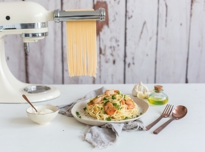 Cream mixer with pasta cutter and scampi pasta plate