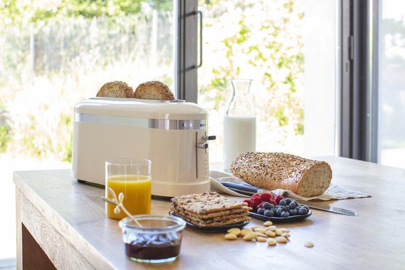 Cream toaster long slot 2 slice with breakfast