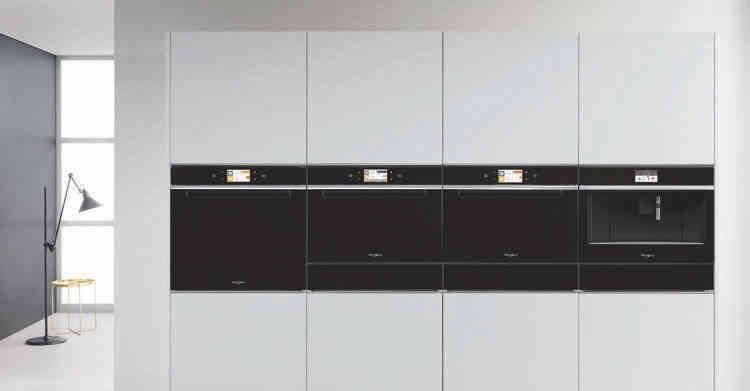Ekspresy do kawy i szuflady podgrzewające Whirlpool:  idealne uzupełnienie Twojej kuchni